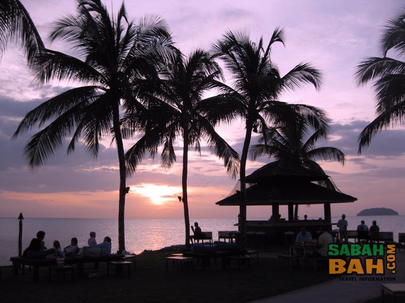 Sunset colouring the Sunset Bar at Shangri La's Tanjung Aru Resort